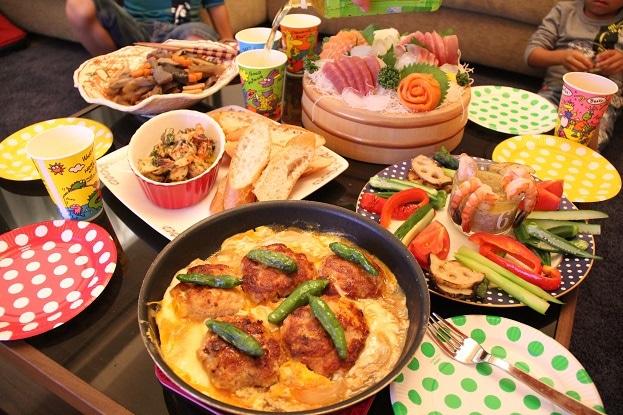 小山慶一郎さんの自宅マンションで開催されたお母さんの誕生日会